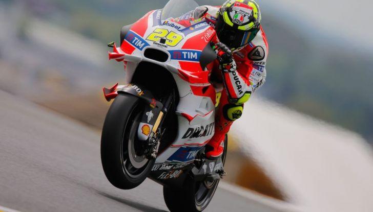 Risultati MotoGP 2016, Brno: Marquez primo nelle qualifiche, Iannone terzo - Foto 10 di 21