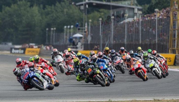 Risultati MotoGP 2016, Brno: trionfa Crutchlow, secondo Rossi - Foto 13 di 21