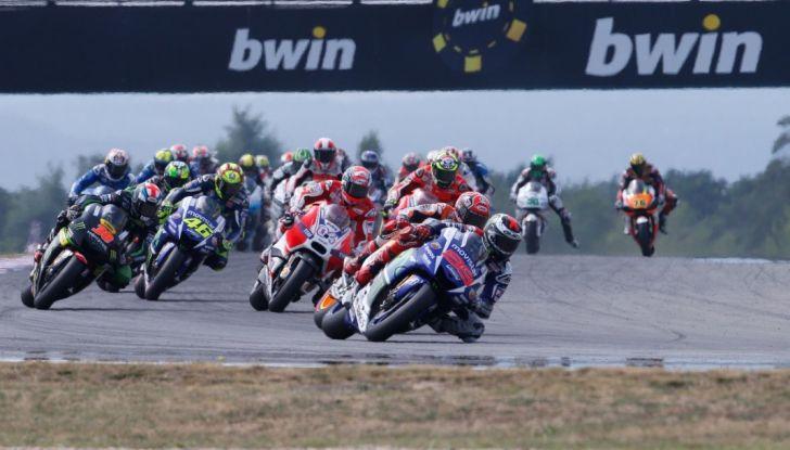 Risultati MotoGP 2016, Brno: trionfa Crutchlow, secondo Rossi - Foto 15 di 21
