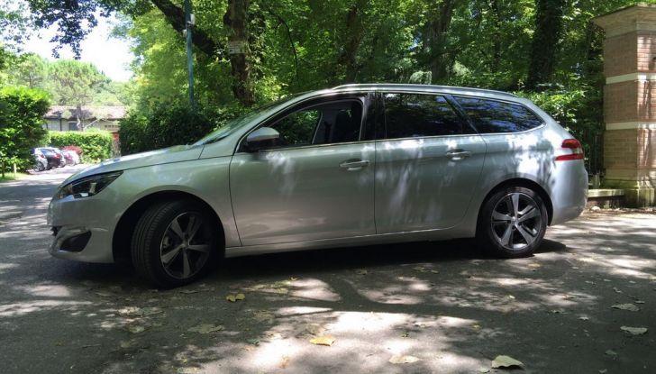 Peugeot 308 station wagon BlueHDi 150 CV: test drive, prezzi e caratteristiche - Foto 10 di 24