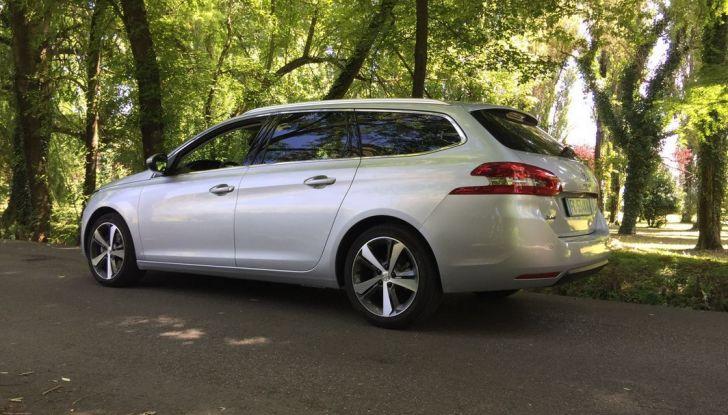 Peugeot 308 station wagon BlueHDi 150 CV: test drive, prezzi e caratteristiche - Foto 13 di 24