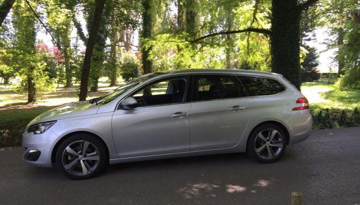 Peugeot 308 station wagon BlueHDi 150 CV: test drive, prezzi e caratteristiche - Foto 14 di 24