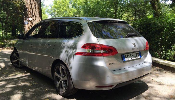 Peugeot 308 station wagon BlueHDi 150 CV: test drive, prezzi e caratteristiche - Foto 7 di 24
