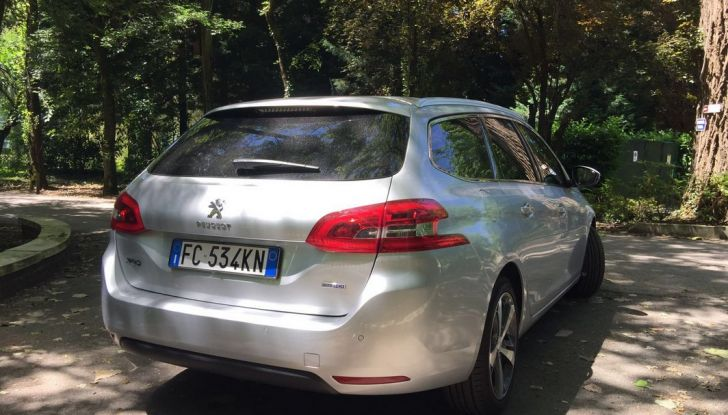 Peugeot 308 station wagon BlueHDi 150 CV: test drive, prezzi e caratteristiche - Foto 3 di 24