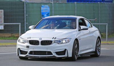 Nuova BMW M4 GTS 2017, le foto al Nurburgring di una versione estrema