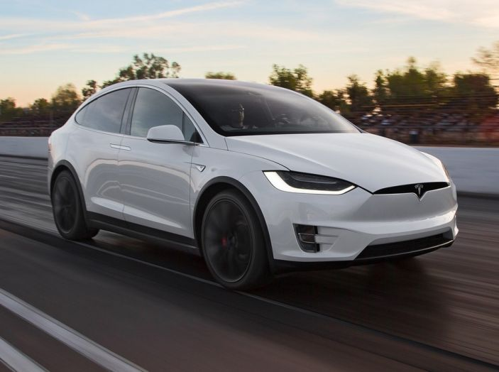 Tesla annuncia Autopilot 9: verso la guida autonoma di livello 4? - Foto 1 di 9