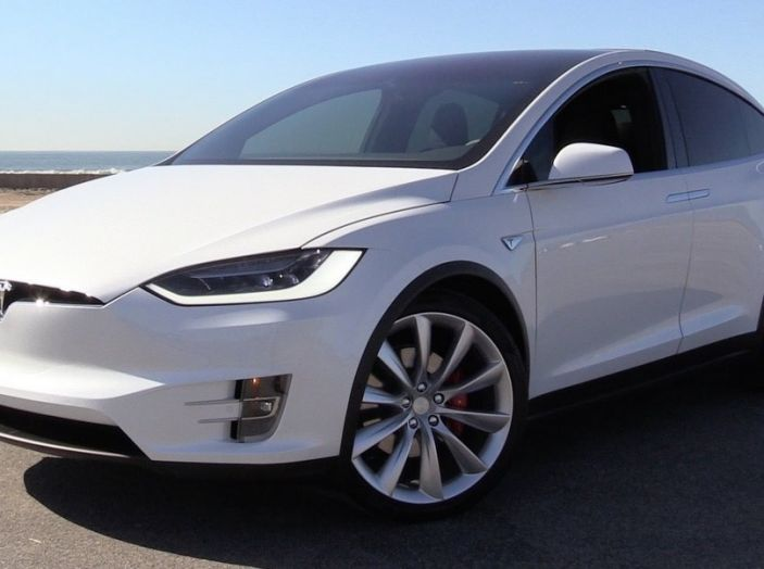 Tesla annuncia Autopilot 9: verso la guida autonoma di livello 4? - Foto 5 di 9