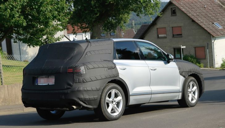 Volkswagen Touareg 2018: le prime foto spia del prototipo - Foto 13 di 16