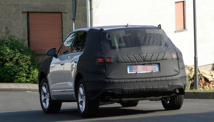Volkswagen Touareg 2018: le prime foto spia del prototipo - Foto 16 di 16