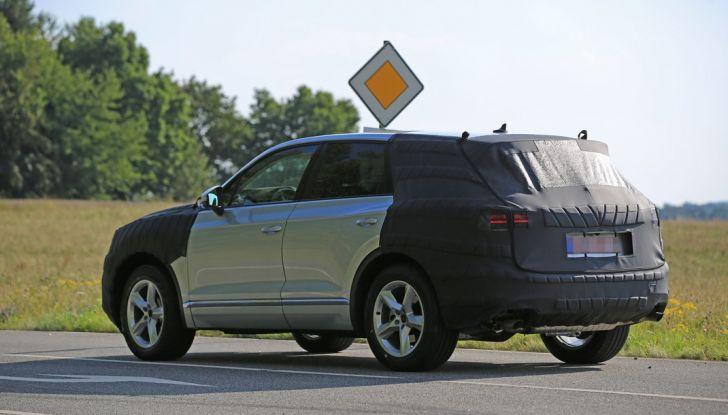 Volkswagen Touareg 2018: le prime foto spia del prototipo - Foto 3 di 16
