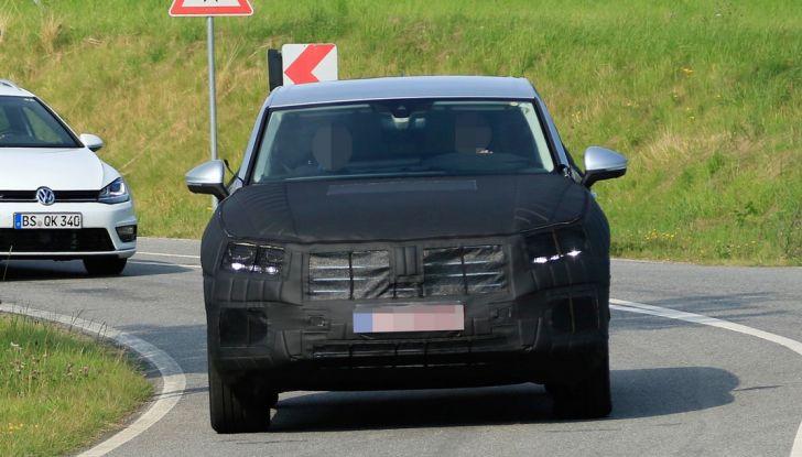 Volkswagen Touareg 2018: le prime foto spia del prototipo - Foto 5 di 16
