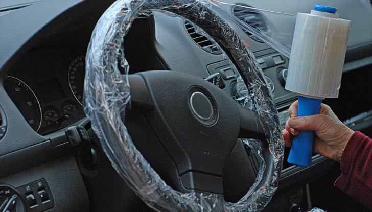 Come proteggere il volante dell'auto dall'usura - Foto 1 di 6