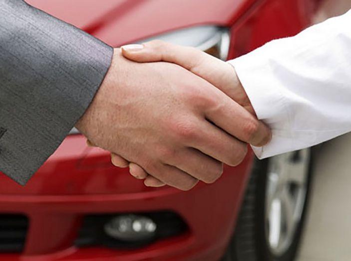 Acquistare o vendere un'auto usata: 10 consigli per prevenire le truffe tra privati - Foto 4 di 10