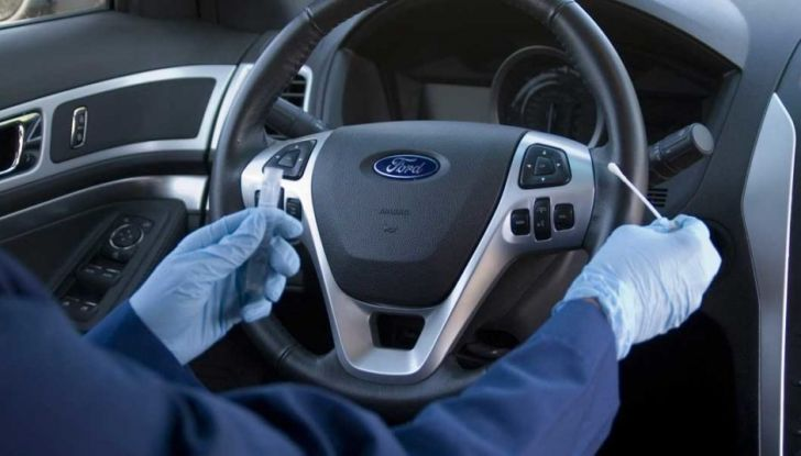 Come proteggere il volante dell'auto dall'usura - Foto 5 di 6
