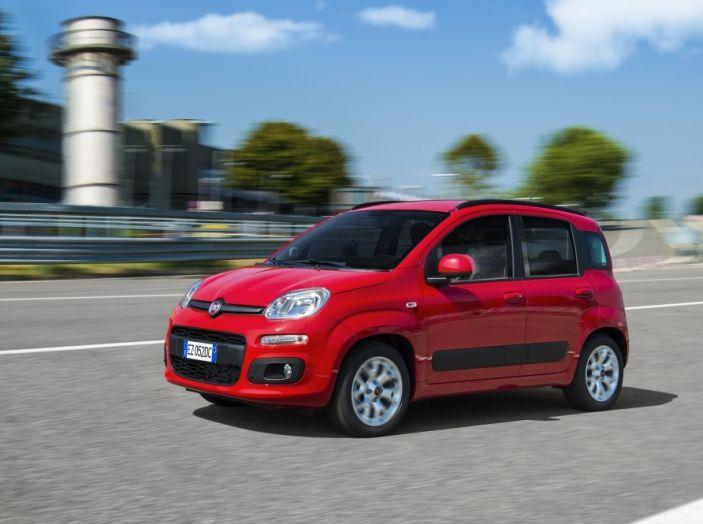 Fiat Panda 2017 laterale anteriore in movimento.