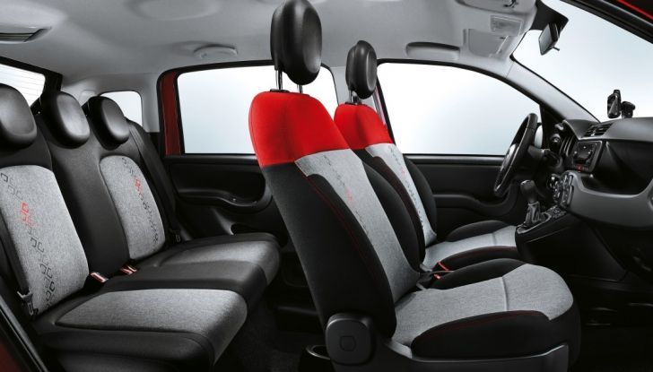 Fiat Panda 2017 sedili anteriori con poggiatesta sistema anti colpo di frusta.