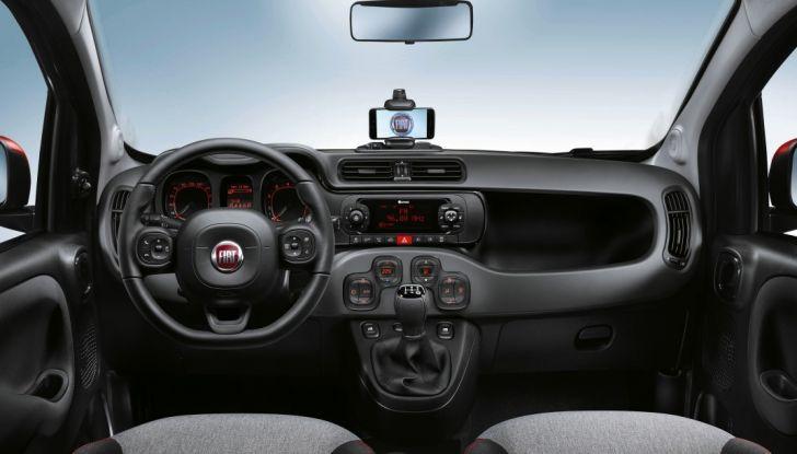 Fiat Panda 2017 interno postazione di guida.