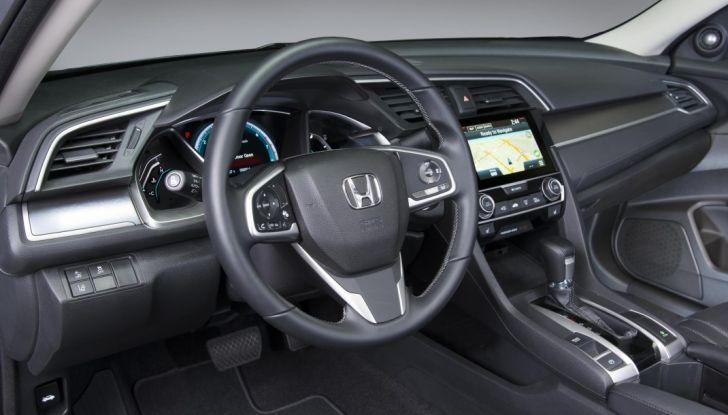 2016 Honda Civic Sedan, postazione di guida.