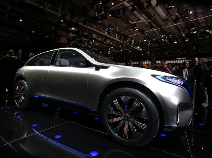 Mercedes Generation EQ al Salone di Parigi 2016 - Foto 10 di 24