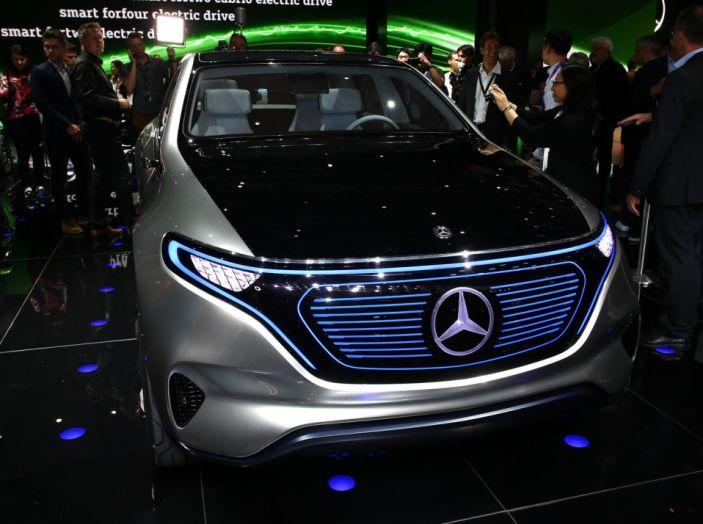 Mercedes Generation EQ al Salone di Parigi 2016 - Foto 12 di 24