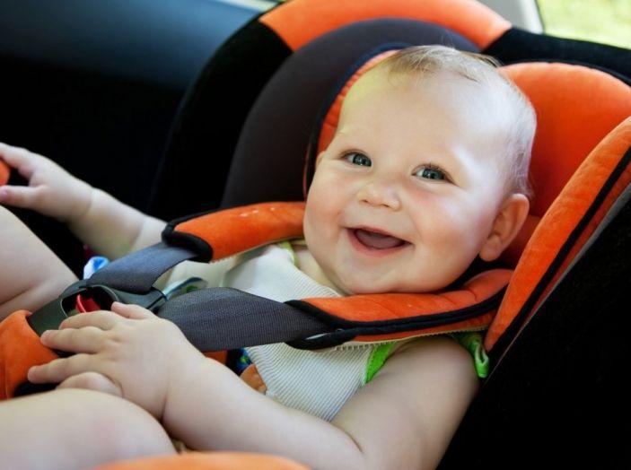 5 consigli per tutelare bimbi e animali a bordo dell'auto - Foto 4 di 7