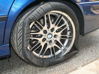 Come cambiare una ruota bucata in pochi e semplici passaggi
