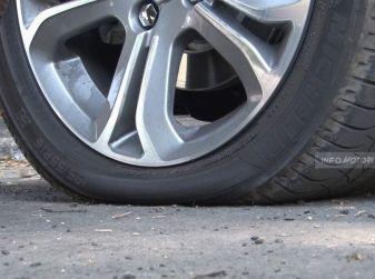 Cambiare una ruota bucata: come fare, normative e consigli