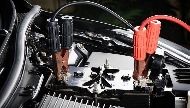 Come far ripartire l'auto con i cavi - Foto 2 di 6