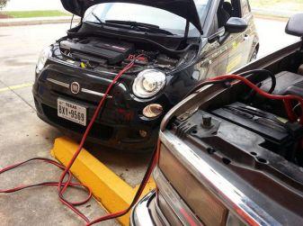 Come far ripartire l'auto con i cavi