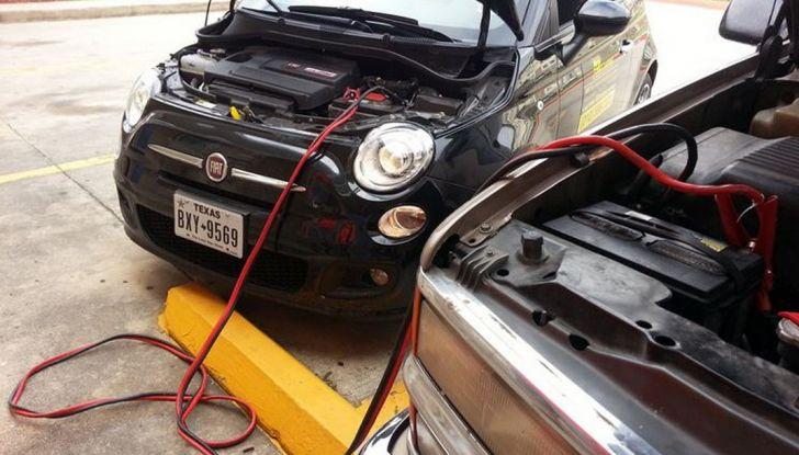 Come far ripartire l'auto con i cavi - Foto 1 di 6