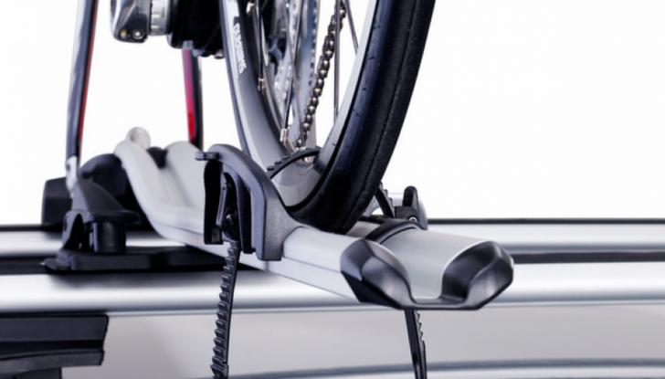 Trasporto bici in auto: accessori e modalità - Foto 3 di 7