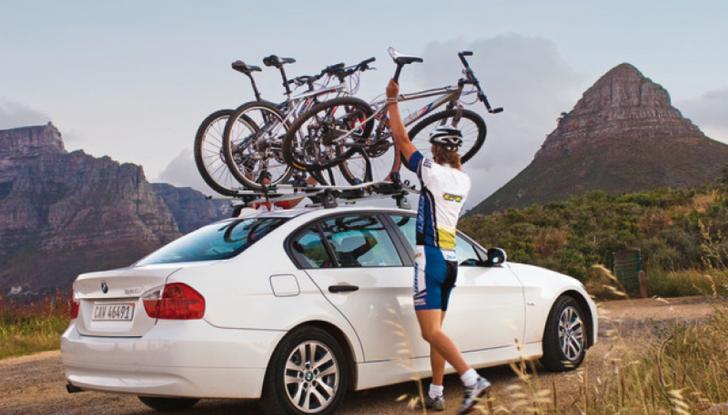 Trasporto bici in auto: accessori e modalità - Foto 1 di 7