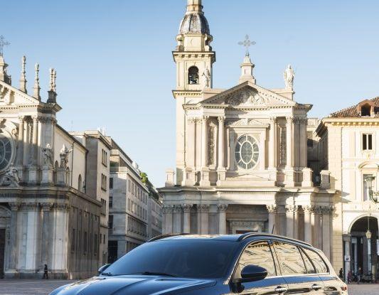 Fiat Tipo Sw laterale anteriore in città.