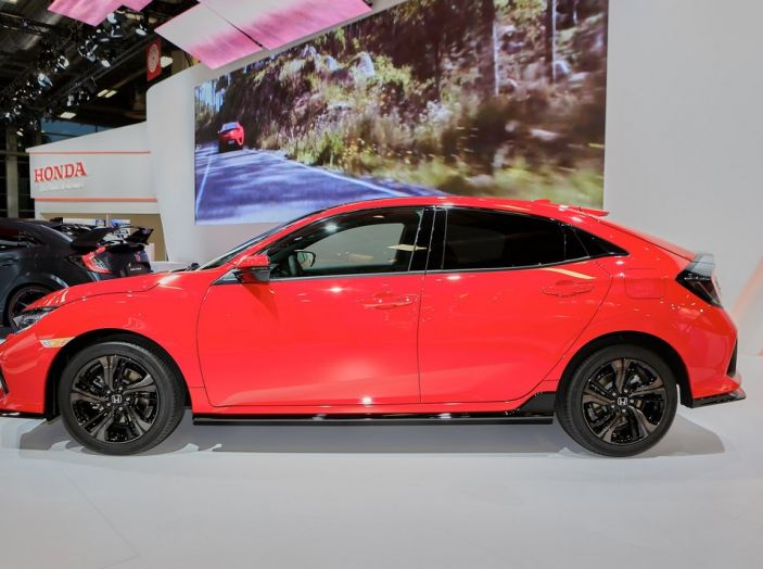 Nuova Honda Civic, fiancata.