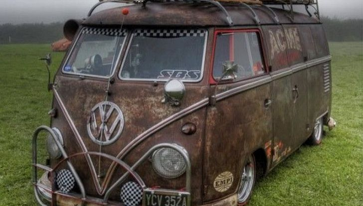 Volkswagen Bulli, il pullmino hippie ha ora un erede - Foto 2 di 10