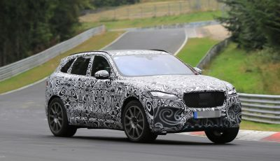 Jaguar F-Pace SVR prime foto spia dei test al Nurburgring