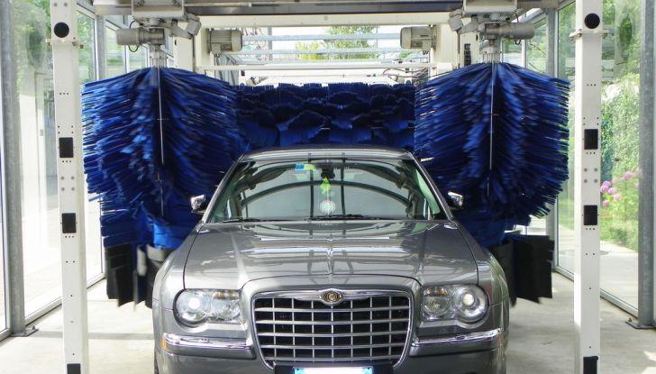 Lavaggio auto: pro e contro degli spazzoloni - Foto 2 di 6