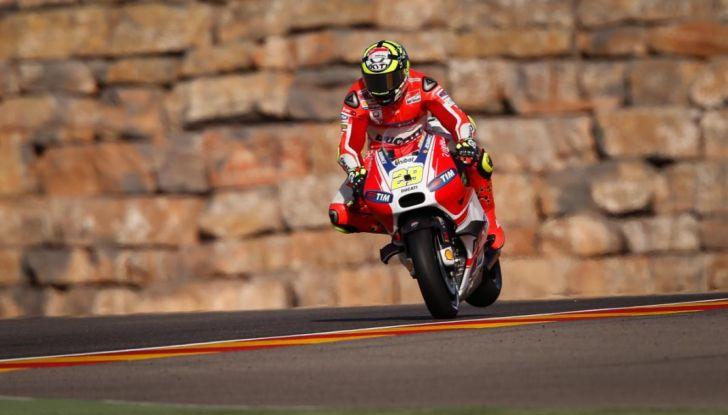 Risultati MotoGP 2016, Aragon: trionfa Marquez, Rossi terzo - Foto 11 di 22