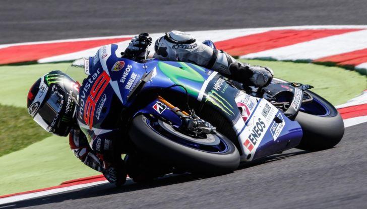 Risultati MotoGP Misano 2016, qualifiche: pole a Lorenzo, Rossi secondo - Foto 31 di 32
