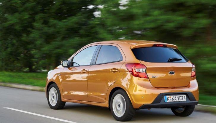 Nuova Ford KA+, listino prezzi prezzi da 9.750 euro, in movimento.