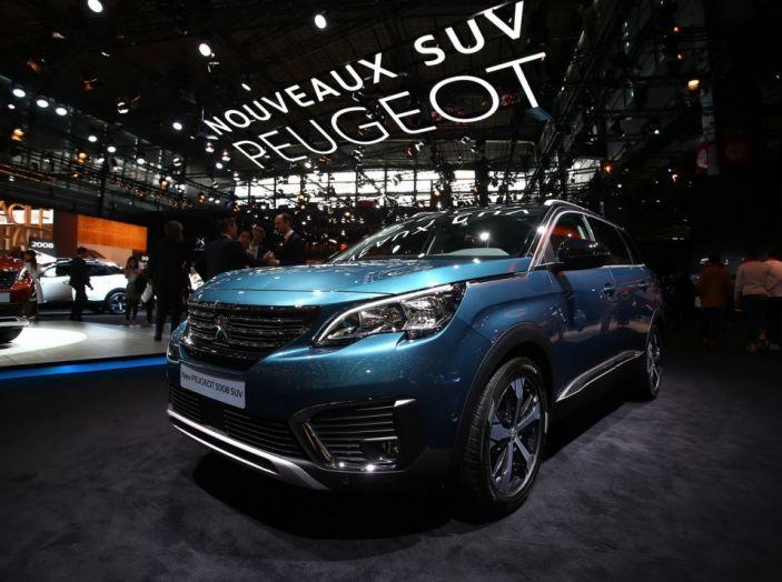 Nuovo SUV Peugeot 5008 2017: caratteristiche, motorizzazioni e uscita - Foto 1 di 10