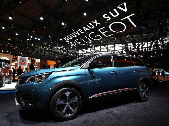 Nuovo SUV Peugeot 5008 2017: caratteristiche, motorizzazioni e uscita - Foto 2 di 10