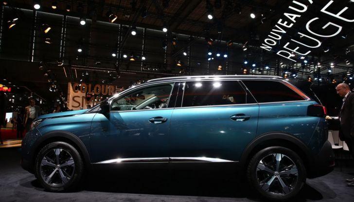 Nuovo SUV Peugeot 5008 2017: caratteristiche, motorizzazioni e uscita - Foto 3 di 10
