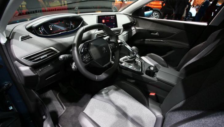 Nuovo SUV Peugeot 5008 2017: caratteristiche, motorizzazioni e uscita - Foto 4 di 10