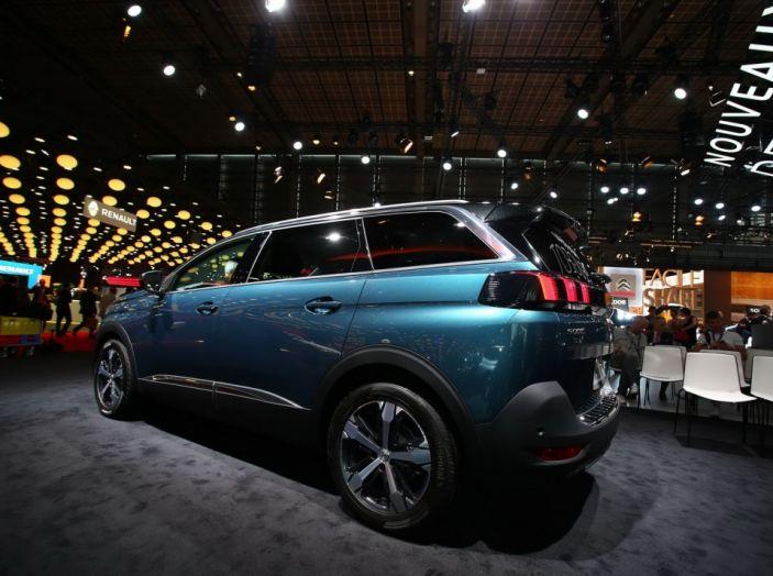 Nuovo SUV Peugeot 5008 2017: caratteristiche, motorizzazioni e uscita - Foto 5 di 10