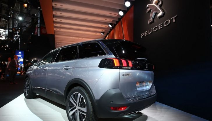 Nuovo SUV Peugeot 5008 2017: caratteristiche, motorizzazioni e uscita - Foto 8 di 10