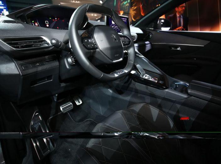 Nuovo SUV Peugeot 5008 2017: caratteristiche, motorizzazioni e uscita - Foto 9 di 10