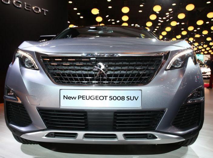 Nuovo SUV Peugeot 5008 2017: caratteristiche, motorizzazioni e uscita - Foto 10 di 10