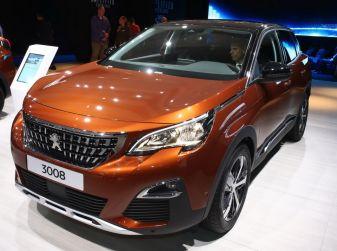 Nuova Peugeot 3008 2016, il SUV francese si fa grande