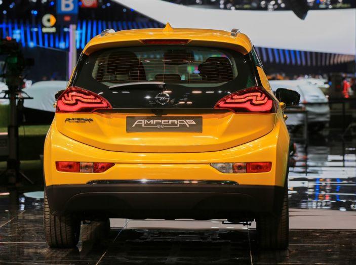 Nuova Opel Ampera-e: la ricarica rapida garantisce un'autonomia di 150 chilometri - Foto 3 di 27